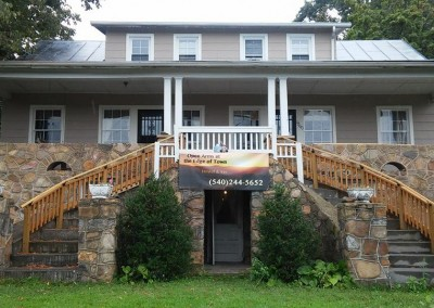Open Arms at Edge of Town Hostel & Inn Luray Va